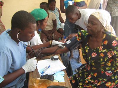 Aristide agradece el trabajo de médicos cubanos en Haití