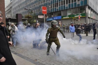 Violentas represiones a estudiantes en Chile recuerdan dictadura de Pinochet