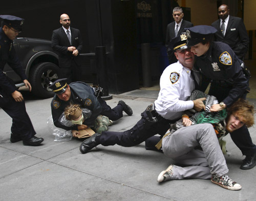 """La represión violenta contra los """"Indignados"""" de OccupyWallStreet"""